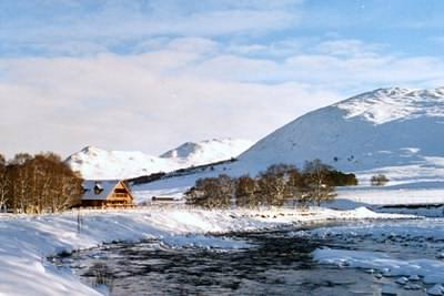 Log cabins UK - At home in the Scottish mountains